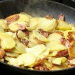 Жареная картошка с копченым салом и яйцом5