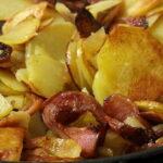 Жареная картошка с копченым салом и яйцом6