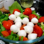 Летний салат с сыром Моцарелла2