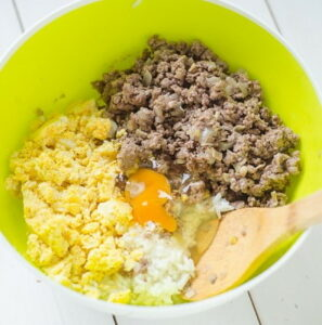 Пирожки с фаршем, рисом и яйцом
