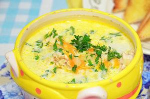 Суп с копчёной курицей и плавленным сырком