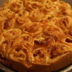 Пирог «завитушки и грушки» с ягодами