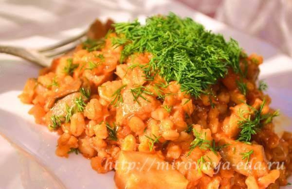 Перловка с морковью, грибами и луком